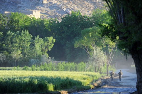French troops patrolling the Afghanya Valley, Kapisa Province. Photo by Thomas Goisque (www.goisque-photo.com).
